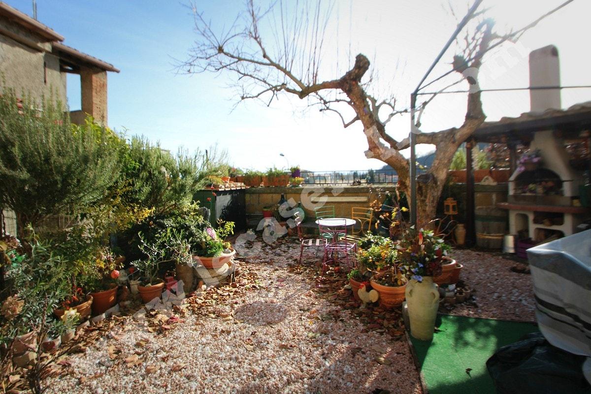 Casa indipendente con giardino idee per la casa - Casa con giardino roma ...